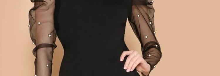 Черное короткое платье с прозрачными рукавами