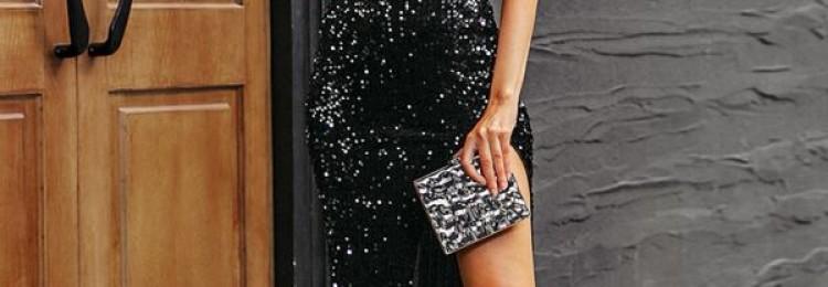 Черное блестящее платье с разрезом на ноге