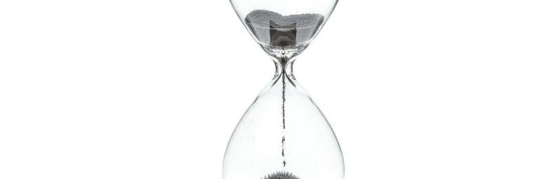 Песочные часы на подставке