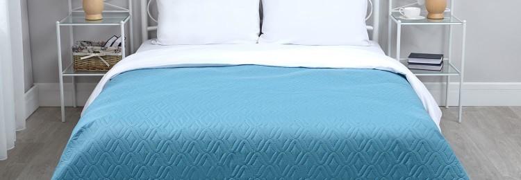 Покрывало голубого цвета (140×200)